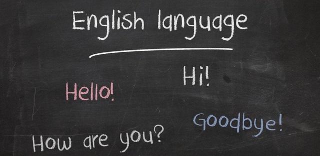 英語が書かれた黒板:英語の重要性をイメージ