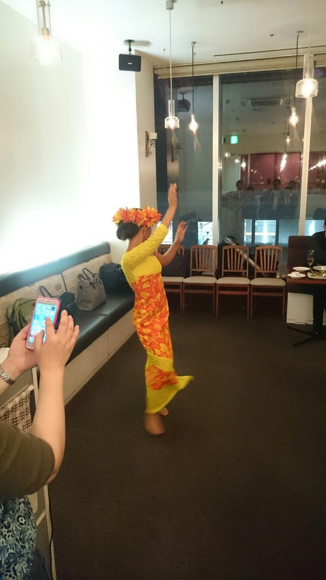 Fkita3周年パーティの様子タヒチアンダンス