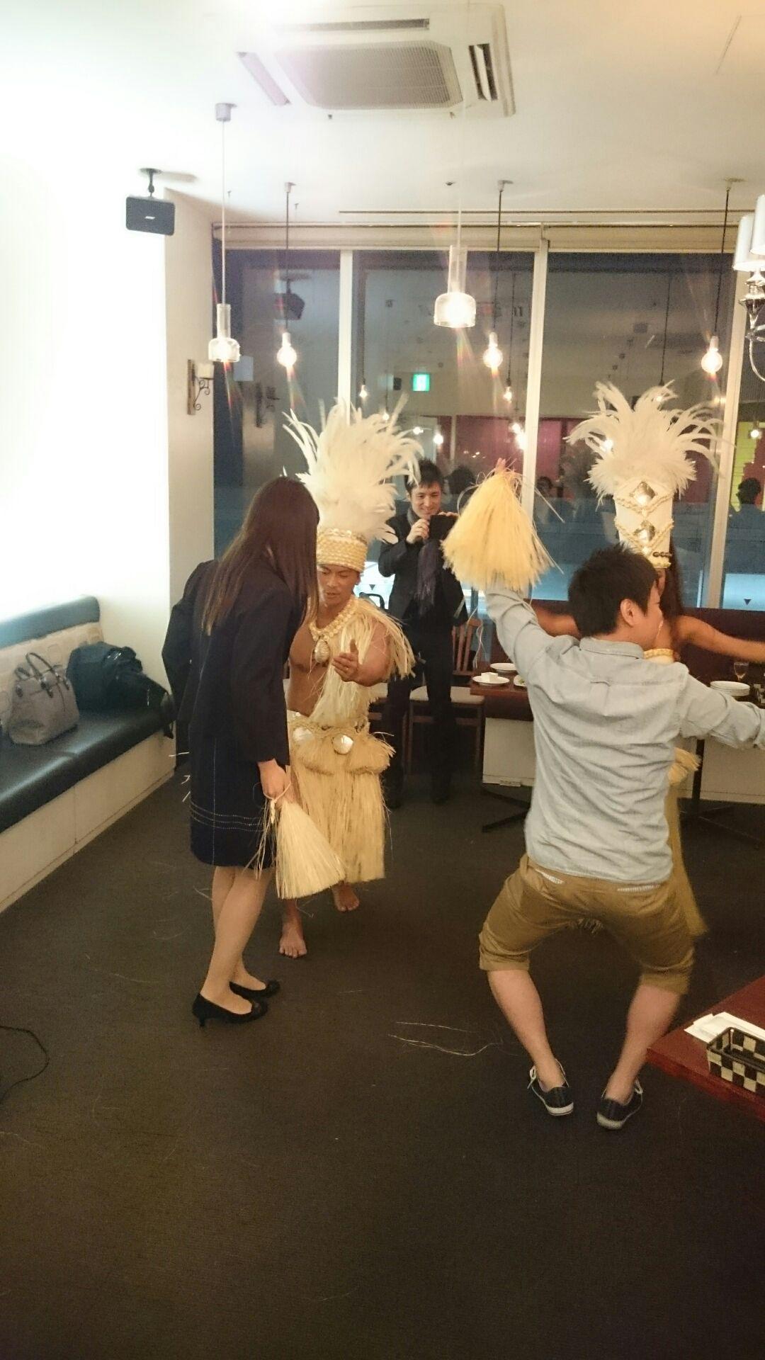 Fkita3周年パーティの様子タヒチアンダンス1