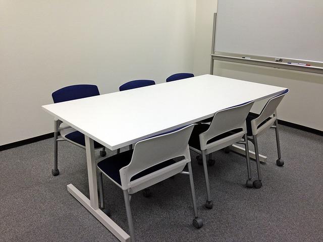 プレゼンテーションをする会議室