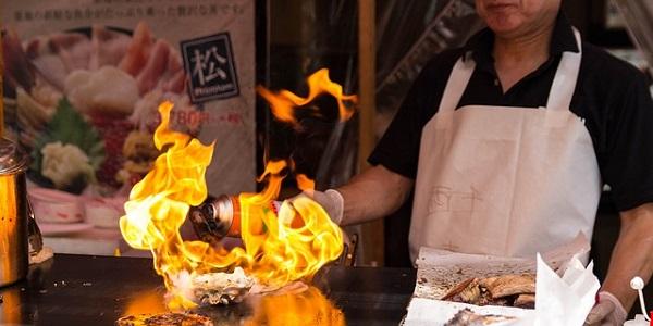画像:料理人の仕事風景