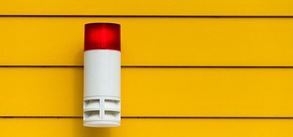 警報ランプの画像:仮想通貨取引所に盗難補償保険がついたイメージ