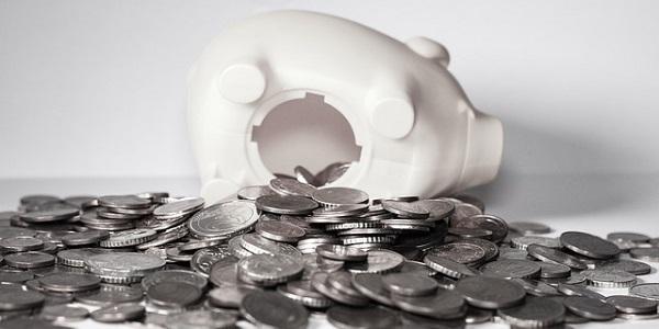 預金が没収されるイメージの画像(poxabayより引用)