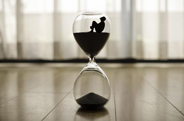 砂時計の写真:避難時間が少ないイメージ